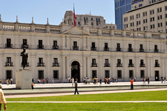 Delve into the beauty of presidential beautiful palace of La Moneda - Things to do in Santiago