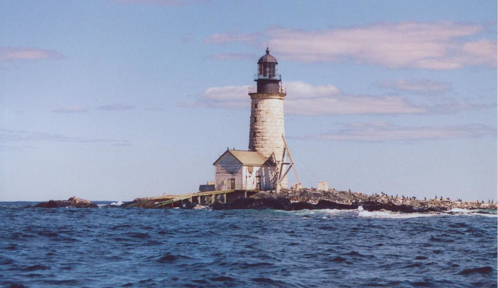 Halfway rock lighthouse maine located halfway between for Free land maine