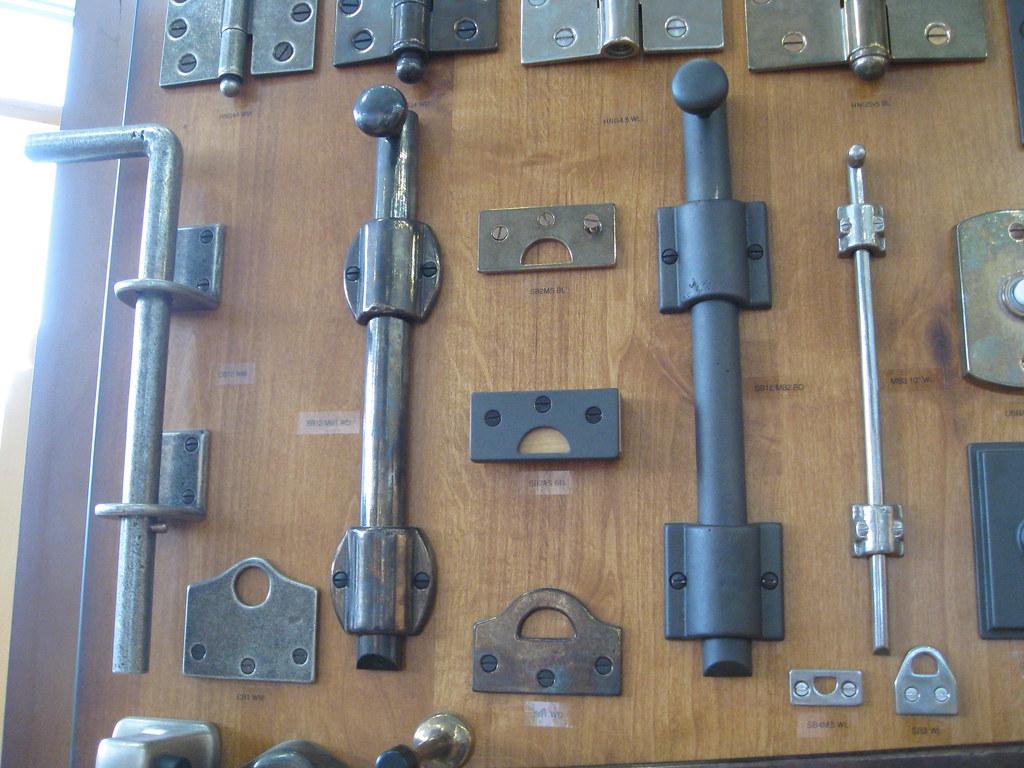 Floor door locks gurus