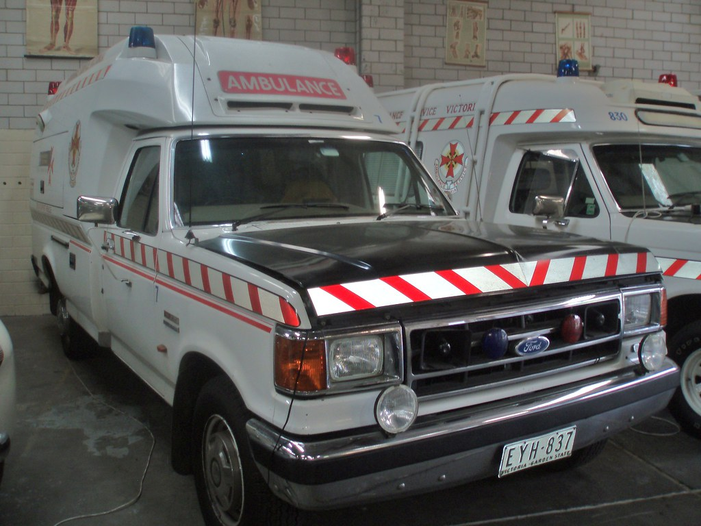 how to call ambulance in melbourne