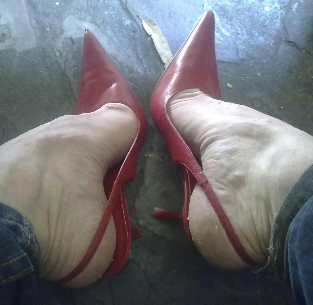 6 inch fetish pumps pointed toe shame!