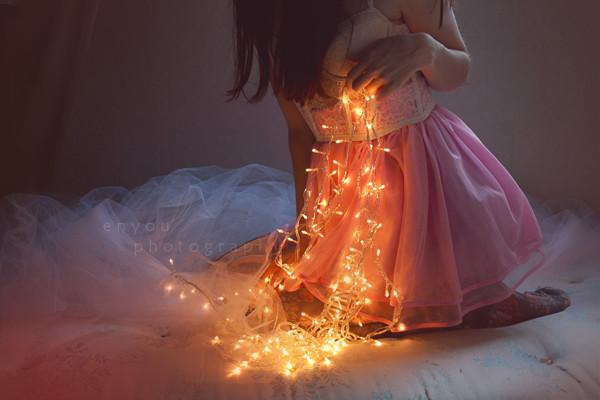 красивые фото девушки с гирляндой #10
