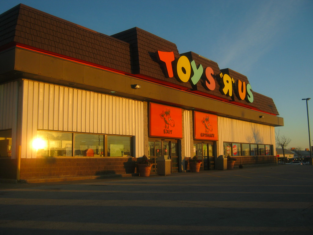 Toys r us old school toys r us bloomington il cjbird88 flickr - Maisonnette toys r us ...