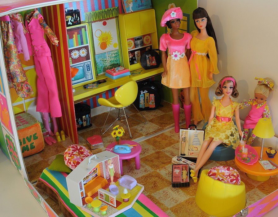 Julia Barbie Becky And Stacie Have A Doll Party