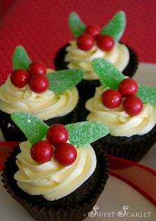 Sweet Scarlet Easy Holiday Cupcakes | by Sweet Scarlet Designs