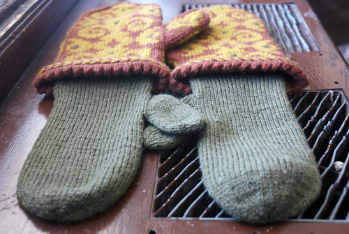 Ron's Flocked Mittens: Fini! | by QueenieVonSugarpants