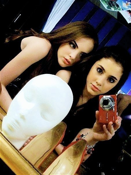 Ariana Grande And Elizabeth Gillies | Chaoticatmosphere ...