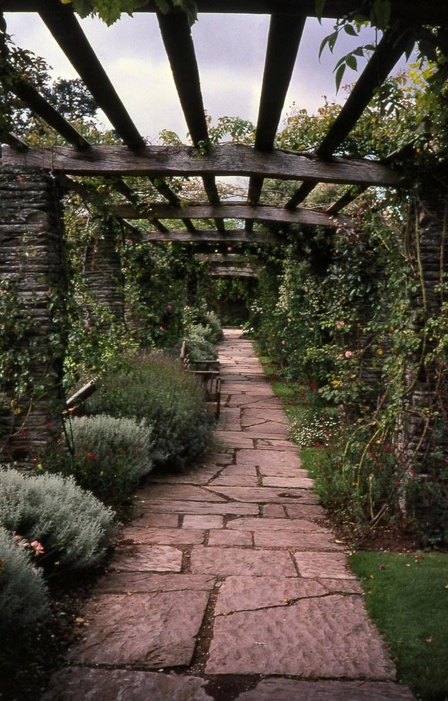 Gertrude Jekyll Gardens >> Hestercombe_Pergola-1 | Pergola Hestercombe House, Cheddon F… | Flickr