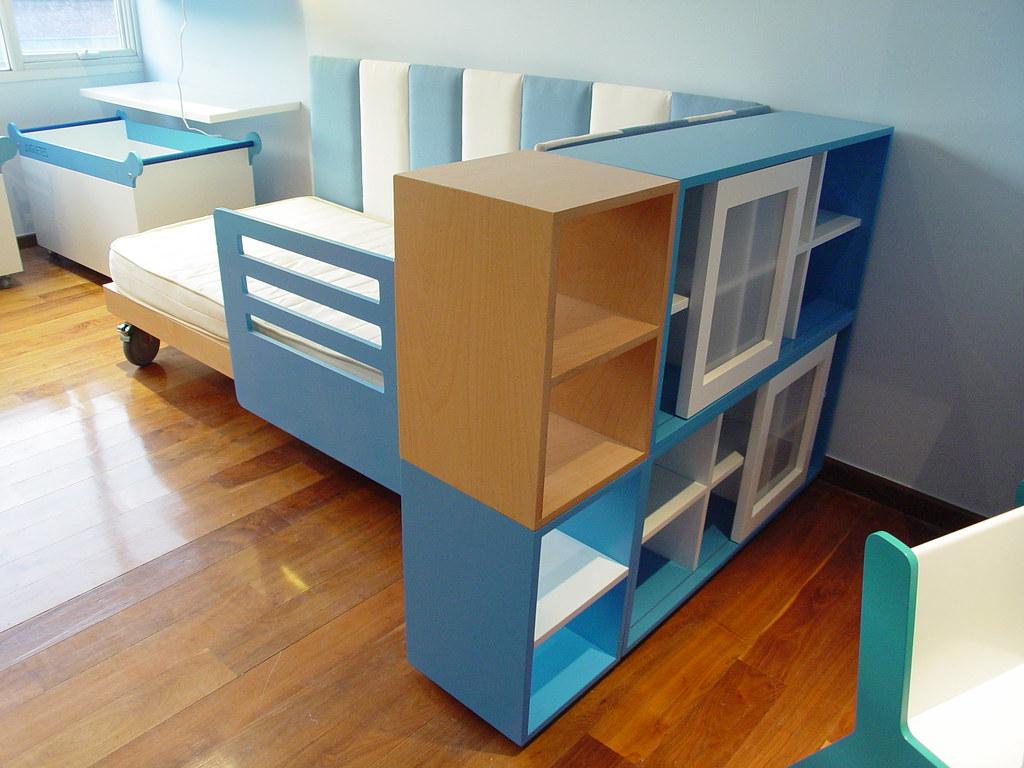 Librero lateral para cama infantil con colchon individual for Cama modular infantil