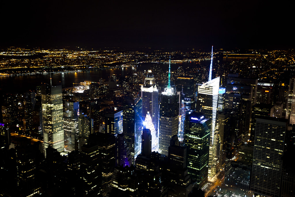 Empire state building sunday evening from the 102nd for 102nd floor of the empire state building