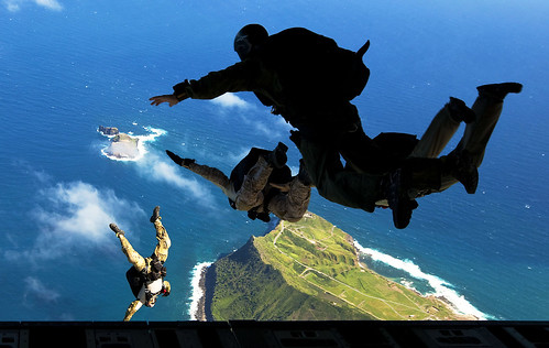 Joining to jump: Force Recon Marines perform parachute training with SEALs, pararescuemen [Image 3 of 6] | by DVIDSHUB
