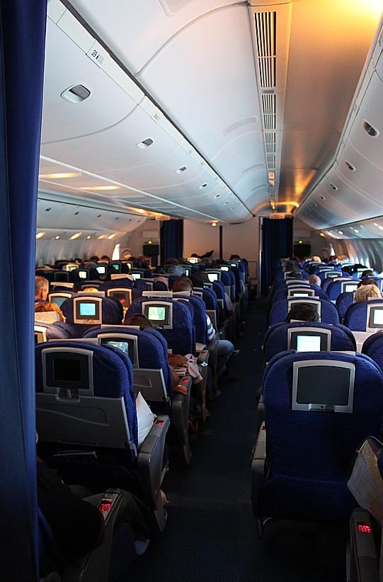British airways boeing 777 200 g raes world traveller cab for Boeing 777 interior