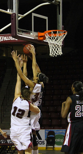 UMass Minutewomen vs Temple | by MCWsports