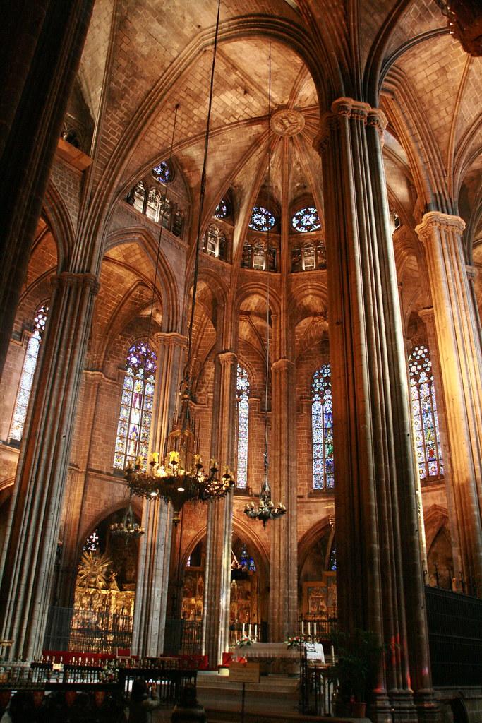 Catedral g tica de barcelona interior de la la catedral for Catedral de barcelona interior