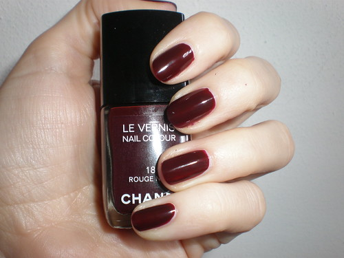 chanel 18 rouge noir two coats indoor with flash by. Black Bedroom Furniture Sets. Home Design Ideas