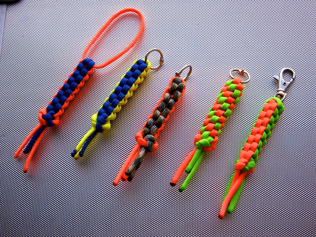 Paracord lanyards i recently picked up some paracord for Paracord cross instructions