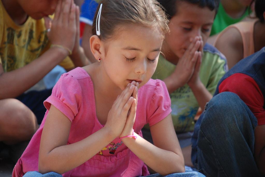 praying in school - 1024×685