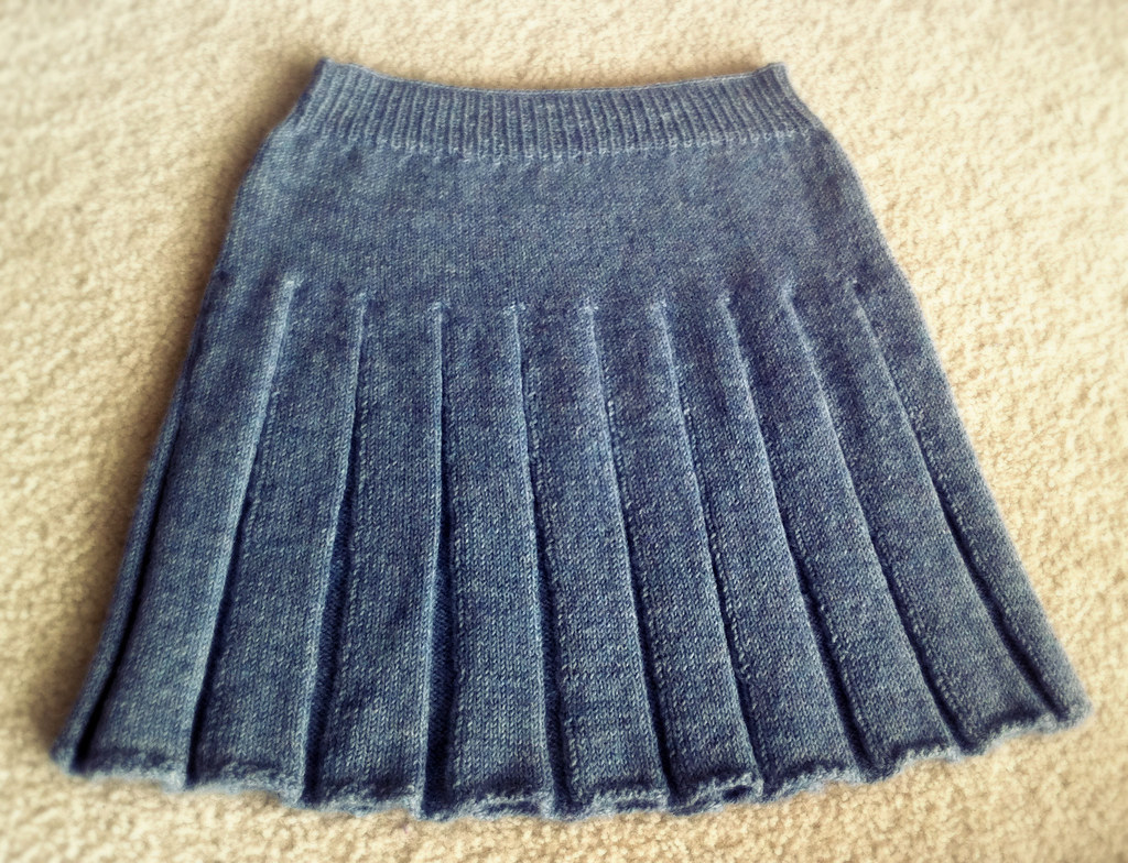 Knit In The Round Pleated Skirt   Blog post, pattern and ...