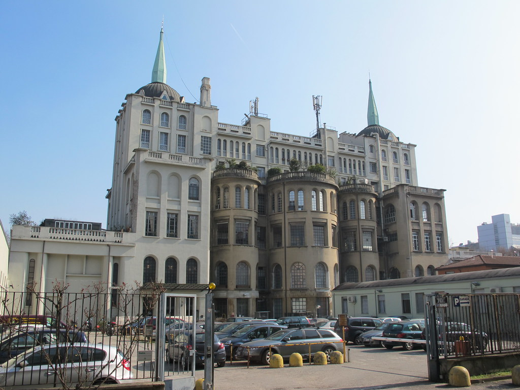 Il kremlino a milano il kremlino edificio del 1927 for Architettura politecnico di milano