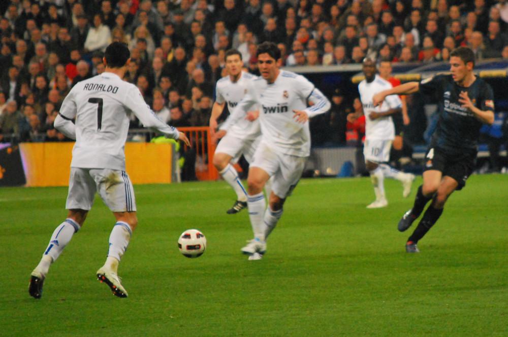 Kaká pasa a Cristiano | Real Madrid 4 - Real Sociedad 1 6 de ...