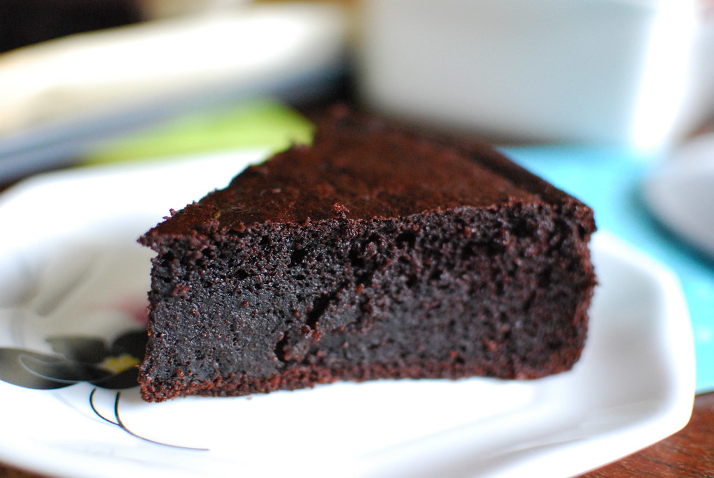 Moist Chocolate Cake Without Icing