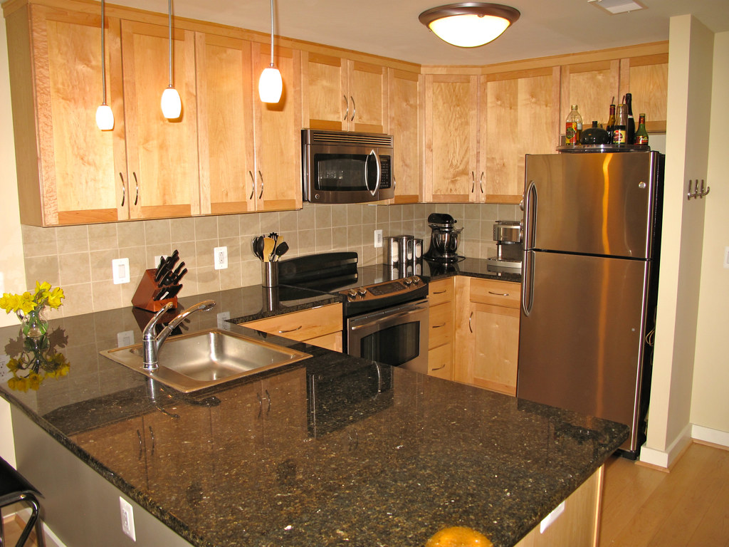 Granite Counter Tops,Maple Cabinets and Stainless Steel Ap ... on Maple Cabinets With Black Countertops  id=59517
