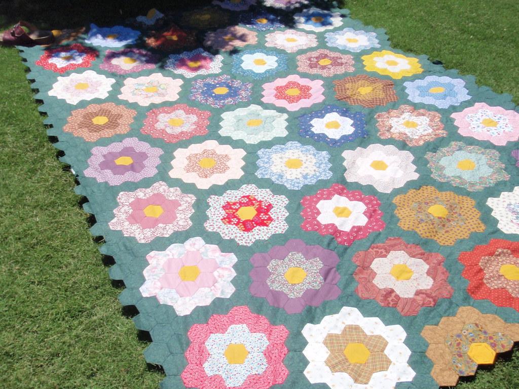 Grandmother S Flower Garden Hexagon Quilt Another Hexi