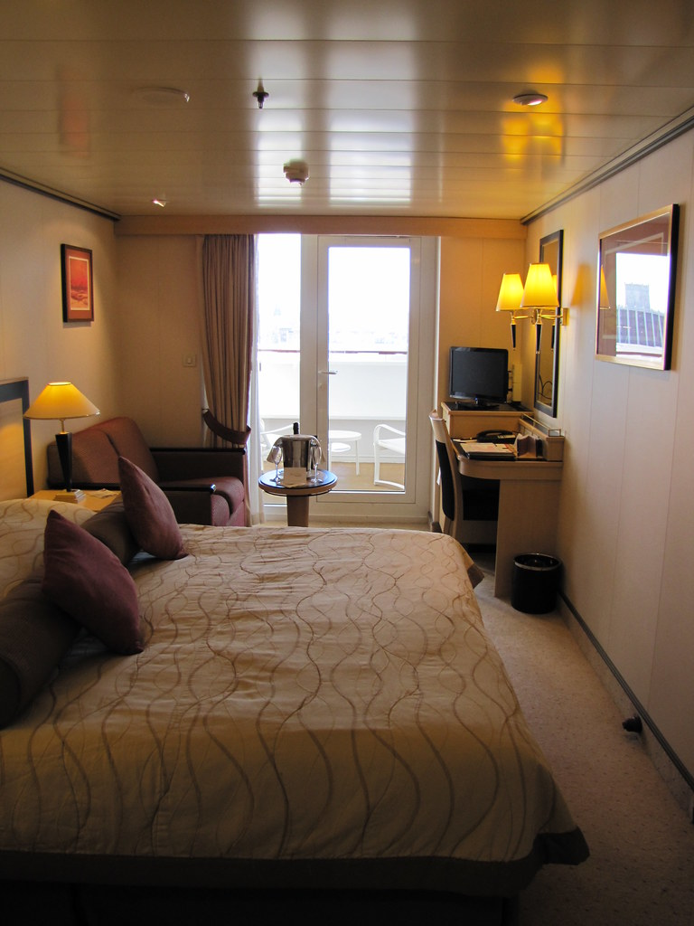 Queen mary 2 img 1901 my cabin b3 grade sheltered for Sheltered balcony qm2