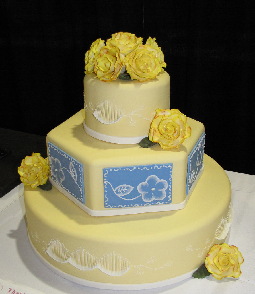 yellow and blue wedding cakes classic yellow and blue wedding cake by gary flickr 27684