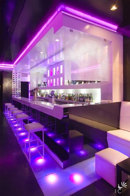 Barra morada el sue o humedo bar lounge el s - Disenos de barras de bar ...