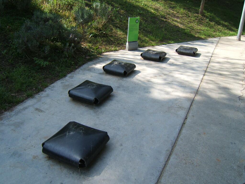 Jardins de joan brossa coixins musicals musical rubber for Jardines de joan brossa