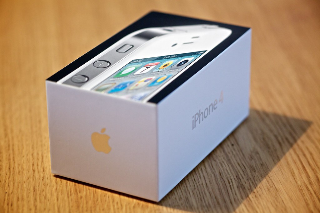 White IPhone 4 Unboxed