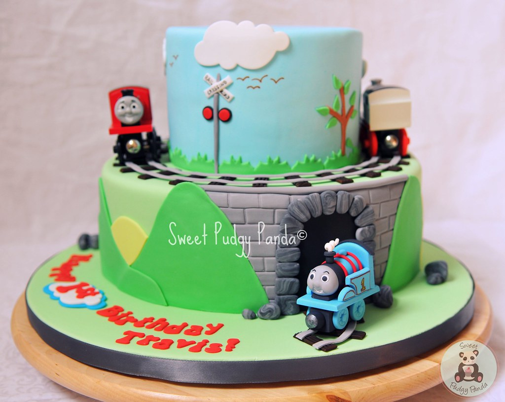 Cake Images Of Thomas The Train : Thomas the Tank Cake Thomas is made of gumpaste. The ...