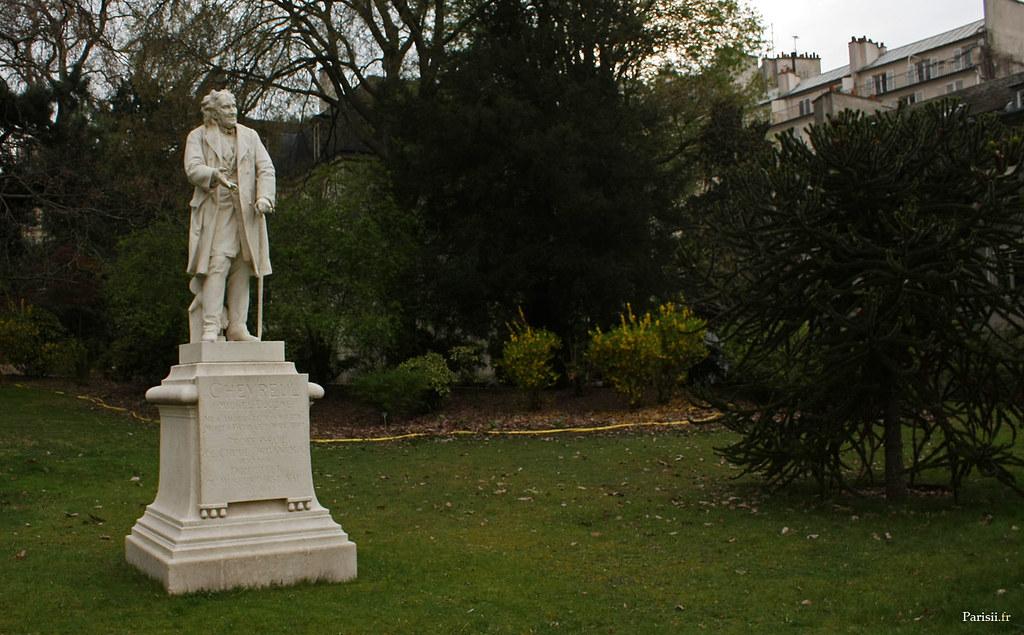 Statue de Michel-Eugène Chevreul, ancien directeur du Musée d'Histoire Naturelle