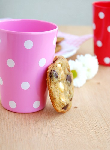 Double chocolate chip cookies / Cookies com gotas de chocolate amargo e branco | by Patricia Scarpin