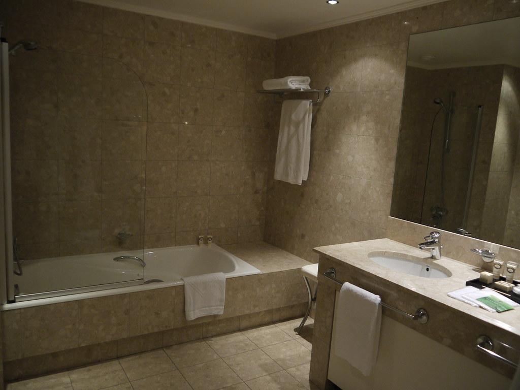 une salle de bain de l h 244 tel martinez 224 cannes yann caradec flickr
