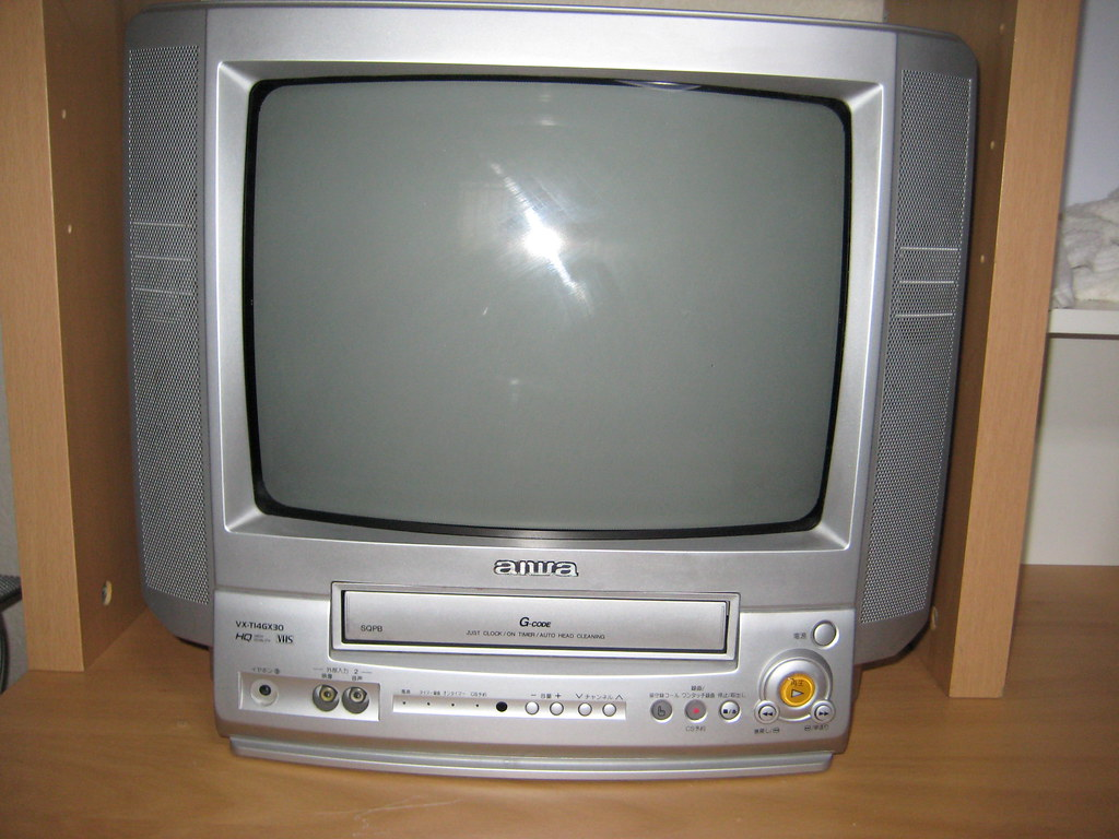 hook up dvd/vcr combo to tv If you have a receiver that hooks up to your tv's hdmi input, you may be able to connect both the dvd player and the cable box to the receiver via hdmi 4 colors are not found, in this case just read both the dvd/vcr combo owner's manual, and your television's manual as well to determine their respective audio plugs.