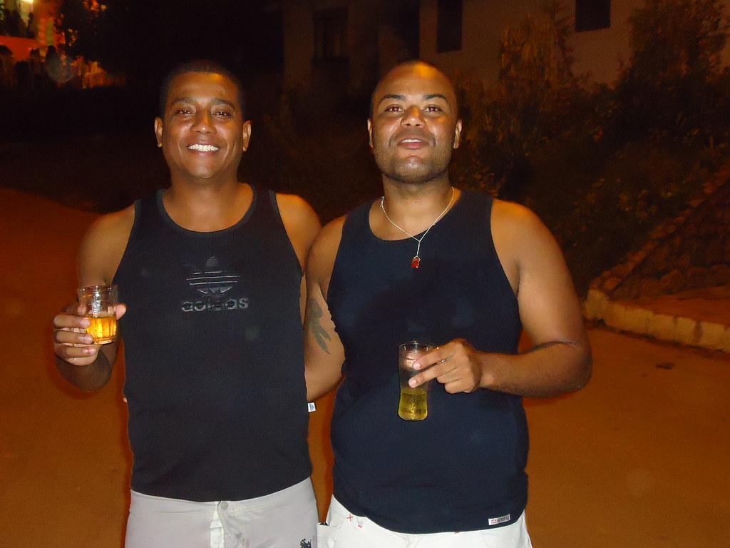 Separados na maternidade Claud£o e Marcell£o Naque MG …