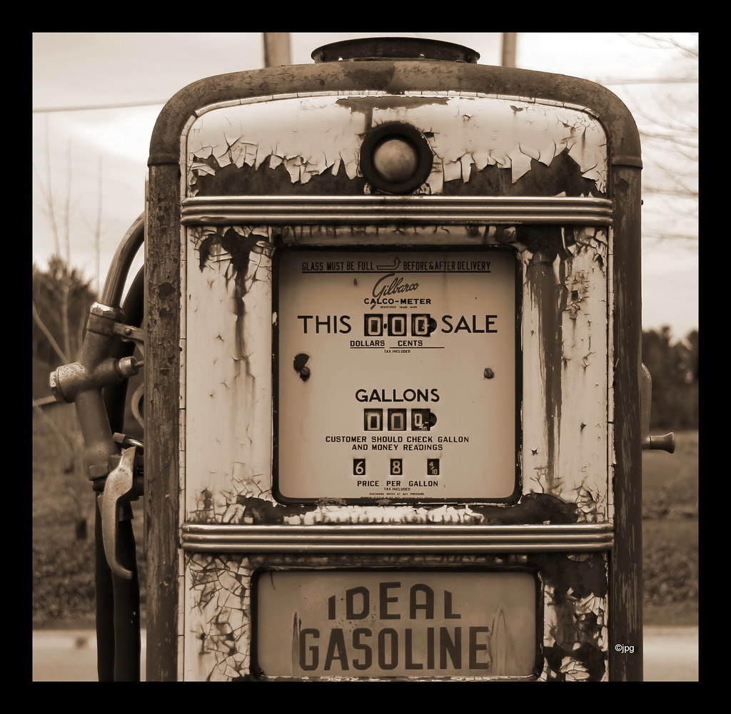 antique old retro vintage gulf gas pump philipsb flickr. Black Bedroom Furniture Sets. Home Design Ideas