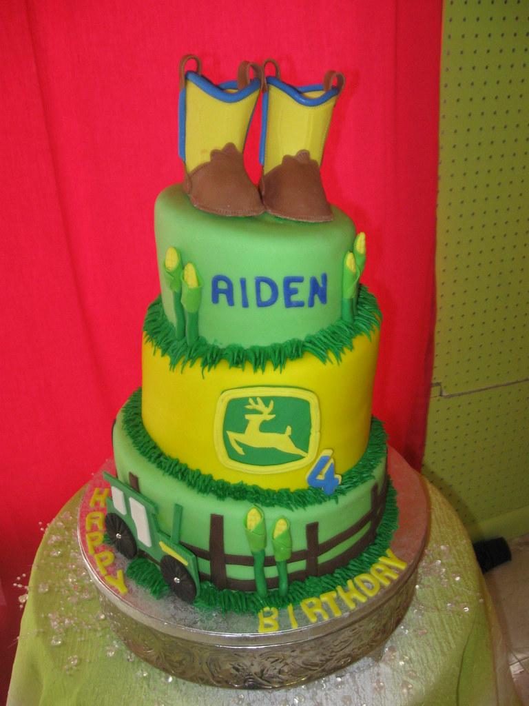 John Deer Cake All edible John Deer birthday cake Ruby ...