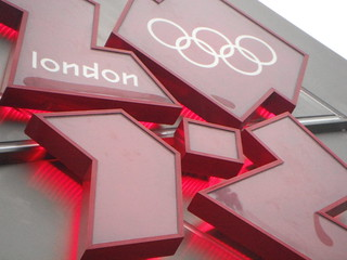 2012 Olympics logo on the Olympic clock in Trafalgar Square | by Ben Sutherland