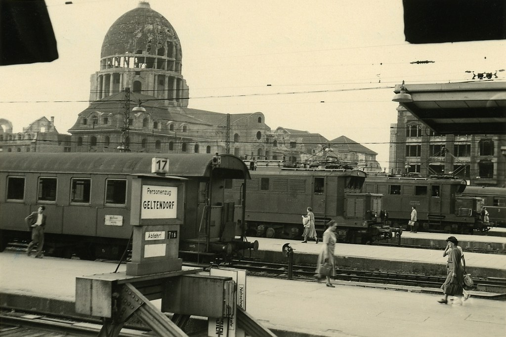 munich railroad station with ww ii 1945 damage 1952 flickr. Black Bedroom Furniture Sets. Home Design Ideas