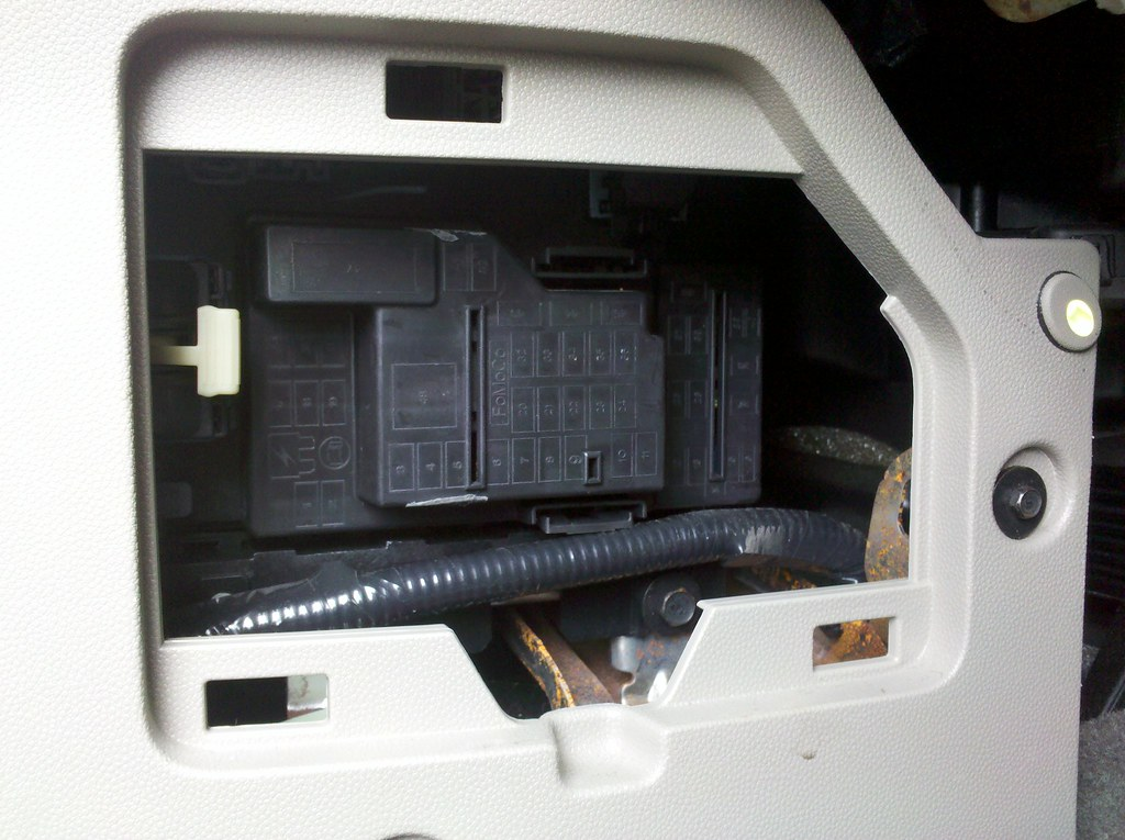 2009 ford escape interior fuse box dave flickr. Black Bedroom Furniture Sets. Home Design Ideas