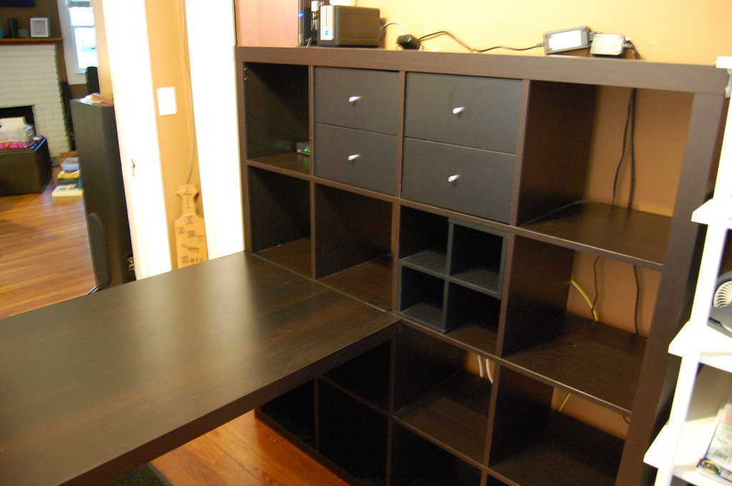 Ikea expedit bookcase desk sturdy construction w 2 for Ikea expedit 2 x 1