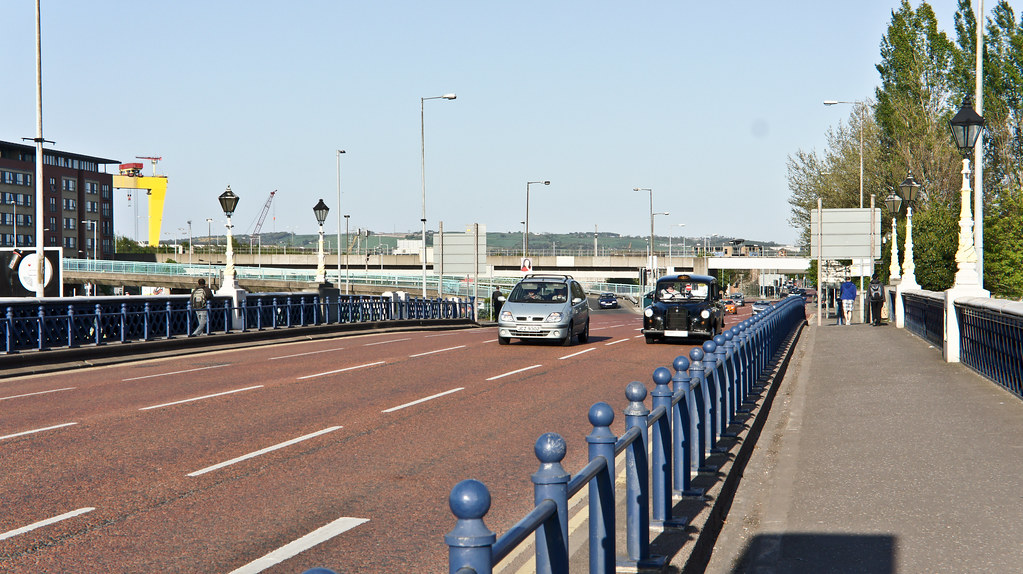 2011 PHOTOGRAPH OF QUEENS BRIDGE IN BELFAST 001