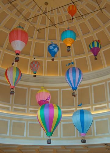Bellagio shops hot air balloon decorations 1 karl b flickr for Air balloon decoration