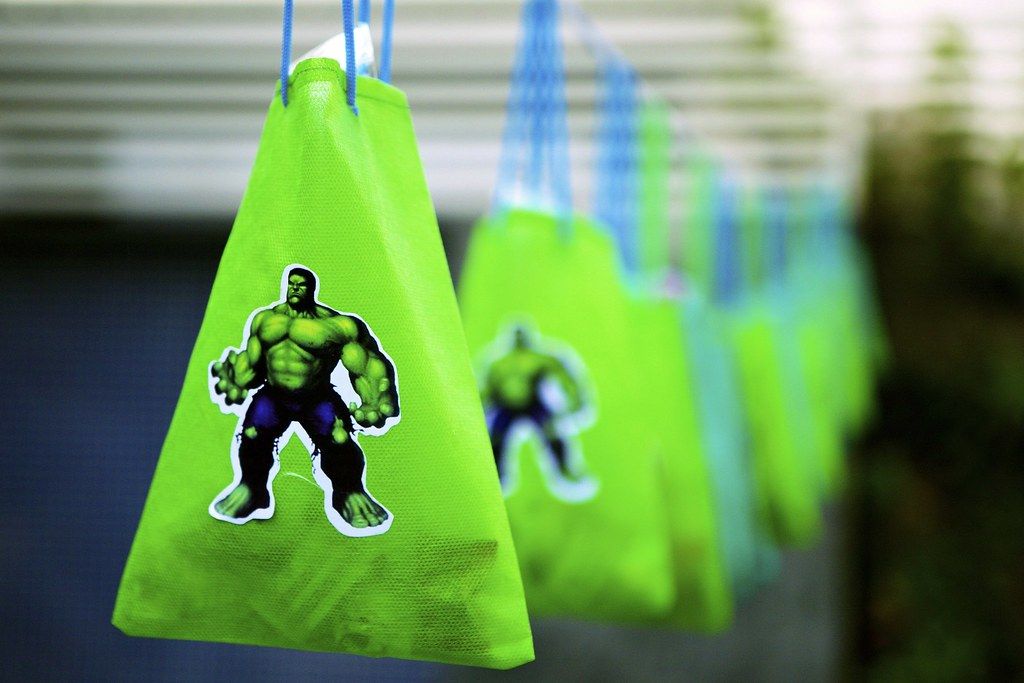 Incredibly Hulky Decorations Take Home Party Bags