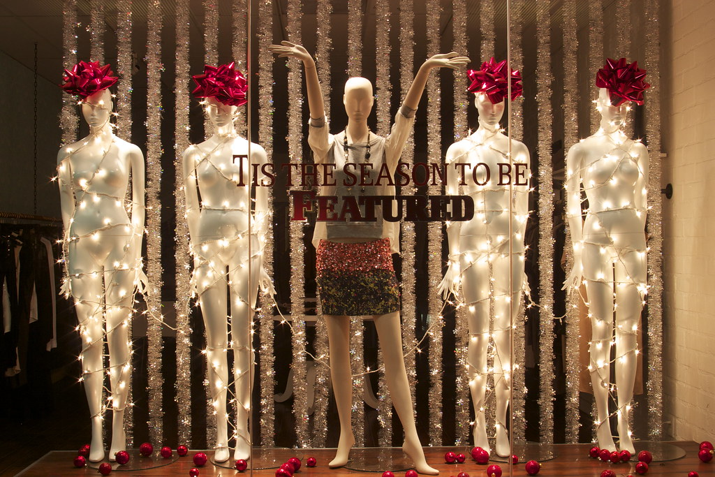 Tis the season to be featured 2010 feature boutique - Adornos navidenos para escaparates ...