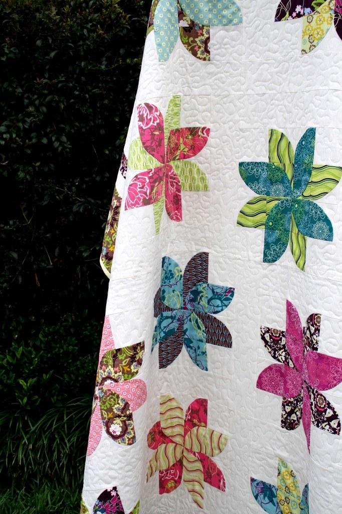 Eg6 eden 39 s garden buy quilt pattern chasingcottons for Garden of eden xml design pattern