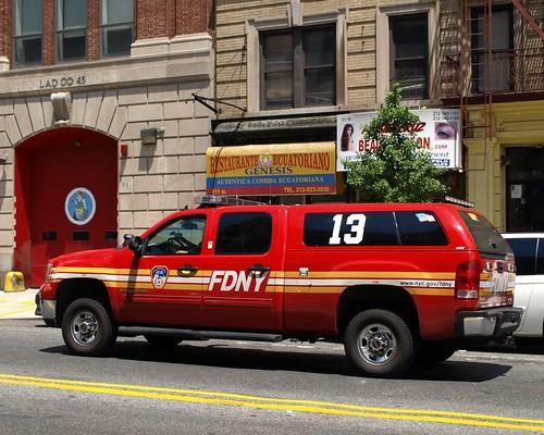 e093s fdny battalion 13 gmc 2500 fire chief car washington heights new york city flickr. Black Bedroom Furniture Sets. Home Design Ideas